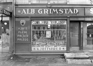 Trondheimsk forretningsfasade i 1950